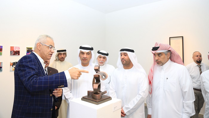 Khalid Shahin explaining his sculpture.